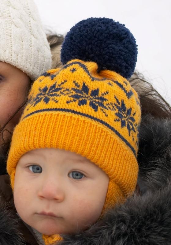 Вязаная шапка с норвежским