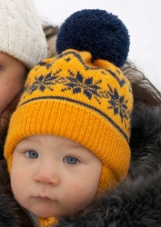 Вязаная шапка с норвежским узором