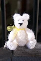 вязаный медвежонок