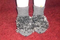 Носочки-ежики, связанные по мотивам варежек