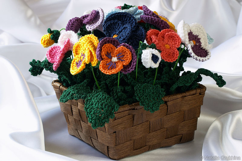 Чтобы связать цветы крючком, нам потребуется: - 50 гр. хлопковой пряжи зеленого цвета (Gjestal Baby Bomull, 50 гр...