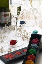 Вязаные подвески для бокалов с цветами, связанными крючком