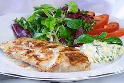 Куриное филе в картофельной корочке с базиликовым соусом