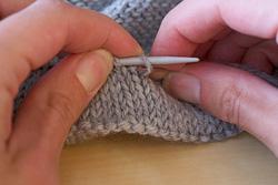 Подгиб края свитера. Шаг 1
