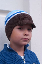 Такая вязаная шапочка подойдет как мальчикам, так и девочкам и согреет их в холодную погоду весной, осенью или в...