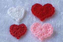 flowers for valentines: crochet heart
