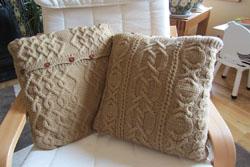 Вязаные чехла на подушки с арановыми узорами от Елены