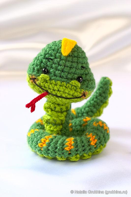 Для вязания змейки-амигуруми