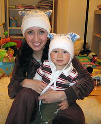 Вязаная детская шапочка со снежинками