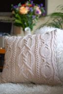 Вязаная подушка
