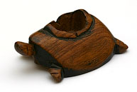 Деревянная черепашка с углублением в панцире